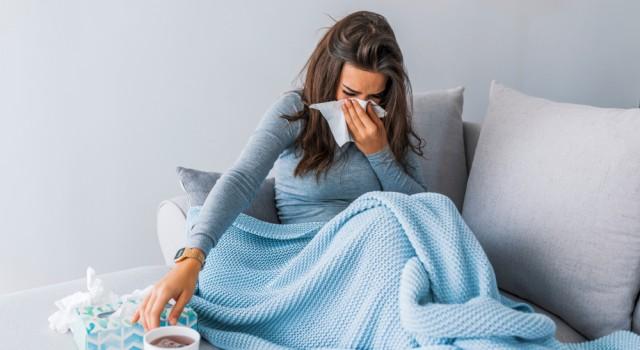 Plantes, huiles essentielles, homéo : les solutions naturelles pour lutter contre le syndrome grippal