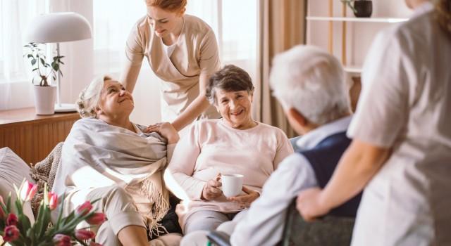 L'esthétique dans les EHPAD : les bénéfices des soins à la personne