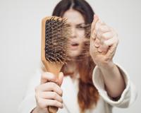 4 astuces naturelles contre la chute des cheveux