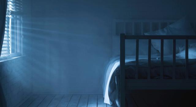 Vrai ou faux : il faut éviter de dormir dans le noir complet ?