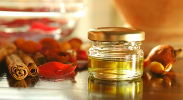 L'huile essentielle de cannelle, pour un massage sensuel et aphrodisiaque