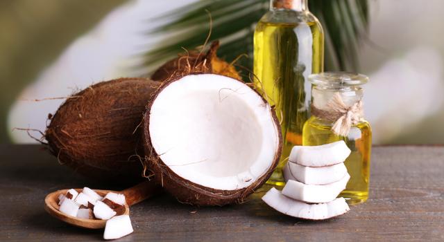 3 façons d'utiliser l'huile de noix de coco