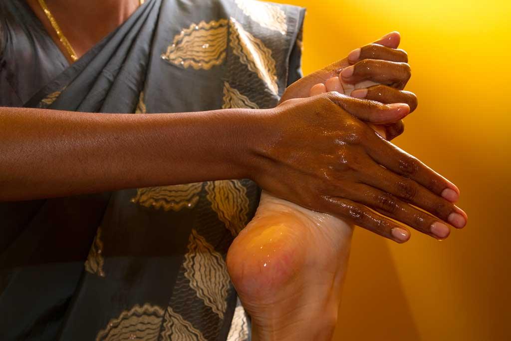 Assouplir ses articulations avec le massage Abhyanga