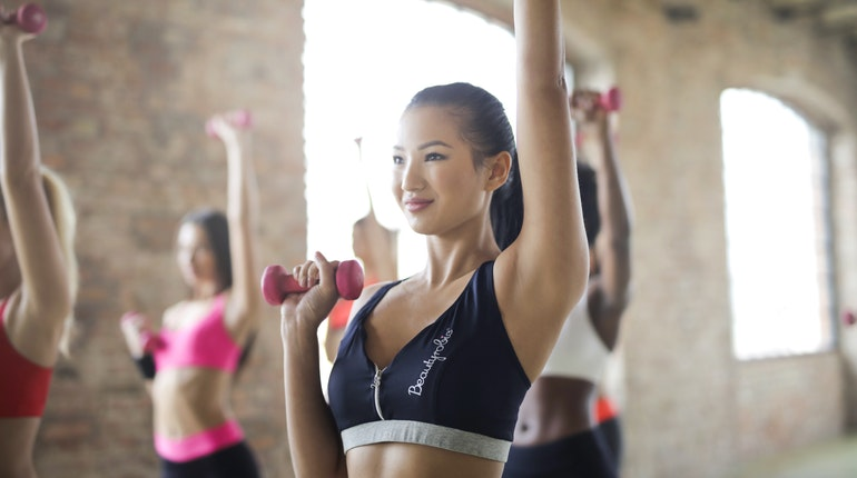 Améliorer sa force musculaire sans dépenser une fortune, c'est possible