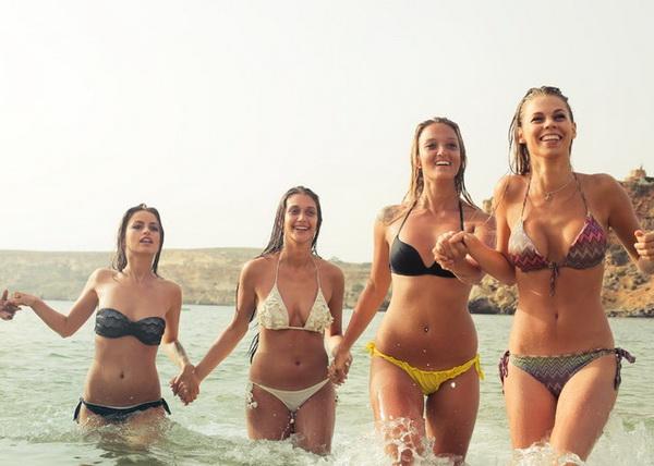 Logée la plupart du temps au niveau des hanches, des fesses et des cuisses, la cellulite peut heureusement être délogée.