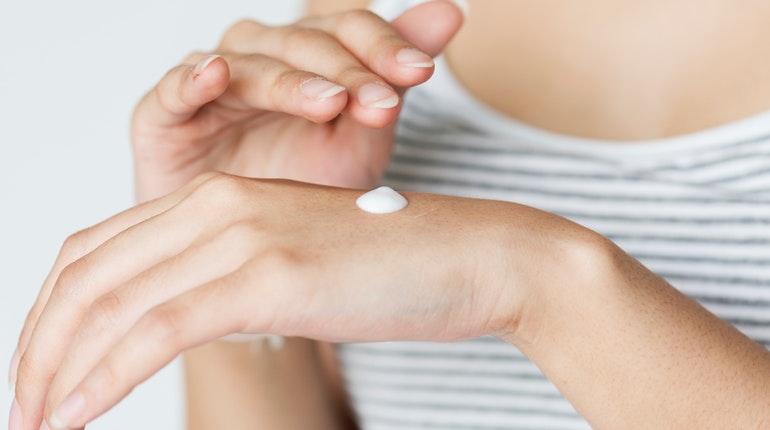 Personne n'échappe à l'apparition des rides. Voici quelques astuces pour prendre soin de sa peau.