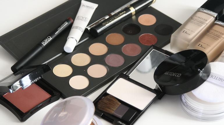 Nos produits cosmétiques contiennent du paraben, du propylène glycol et bien d'autres substances nocives pour l'organisme.