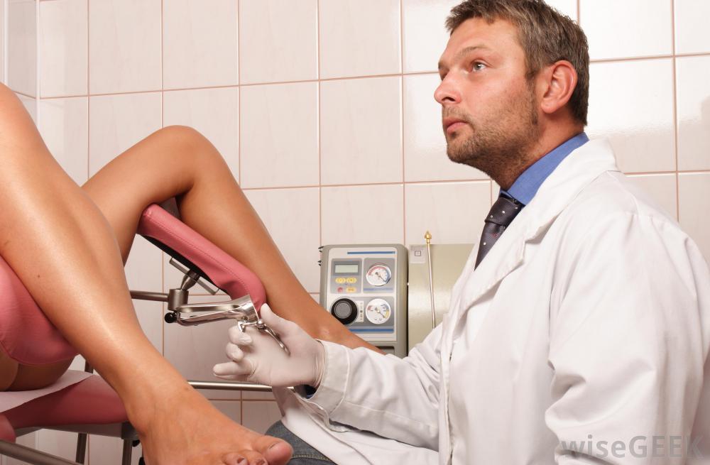 Un médecin gynécologue homme ou femme ? Comment choisir ?