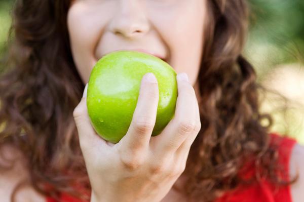 Un petit encas entre les repas ne contrariera pas votre régime si vous limitez les apports caloriques