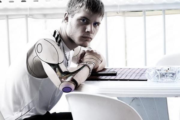 La technologie du futur va-t-elle nous permettre de vivre plus longtemps en mode bionique ?