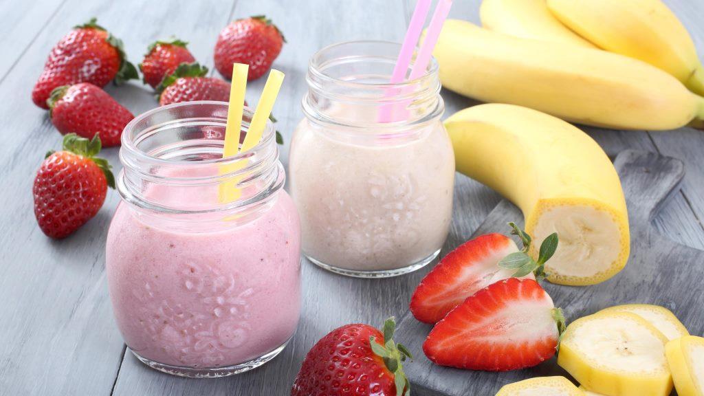 Très trendy en ce moment, le smoothie est une boisson rafraîchissante et fruitée, idéale pour vos longues journées, aussi bien à la plage qu'au bureau