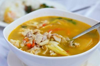 Soupe épicée au poulet