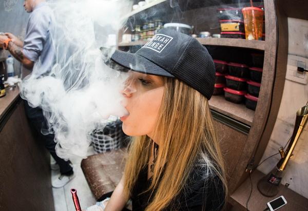 La cigarette électronique ou vapoteuse doit rester une solution efficace pour diminuer sa consommation et ne doit pas faire l'objet d'une invitation au tabagisme.