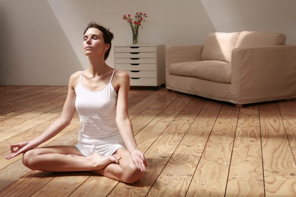 La pratique du yoga contre le stress, pour le bien du système immunitaire